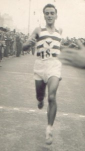 Ken Gates in road relay action 1953